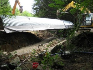 Installing an arch culvert at Beldon Brook road crossing, 2009