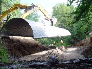 Installing an arch culvert at Rolfe Brook on the 4th Lake Road, 2008